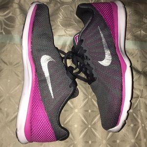 Gray & Pink Nike In Season Tr 6 Size 6